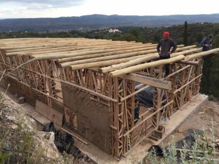 Mayo, estructura terminada y vigas instaladas